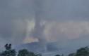 """Cận cảnh núi lửa phun trào, """"đẻ"""" ra hàng loạt lốc xoáy"""