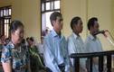 """4 cán bộ xã ở Hà Tĩnh """"cạp đất"""" lãnh 180 tháng tù"""
