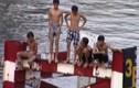 Thót tim cảnh trẻ em bất chấp nguy hiểm nhảy sông tắm