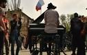 Dùng tiếng đàn piano để trấn an người biểu tình