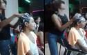 Nhân viên cắt tóc vừa gội đầu, vừa nhảy... cuốn hút dân mạng
