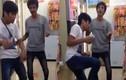 Thanh niên nhảy loăng quăng như trẻ con trong siêu thị