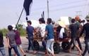 Clip người nhà mang quan tài diễu phố ở Quảng Ninh
