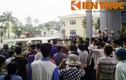 Bé gái chết bất thường: Cảnh dân bất bình vây kín BV Quốc Oai