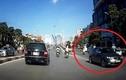 Ô tô ngang nhiên đi ngược chiều tại Hà Nội