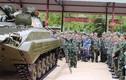 Cán bộ TTG Việt Nam học tập về xe thiết giáp BMP-2