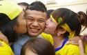 """Muôn kiểu """"tỏ tình"""" của fan nữ với sao bóng đá Việt"""
