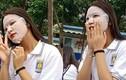 """""""Chơi lớn"""" đầu năm học, nữ sinh đi tựu trường vẫn không quên đắp mặt nạ"""