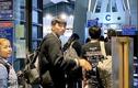 Rớt nước mắt Đoàn Văn Hậu một mình lên máy bay, hôn tạm biệt bạn gái
