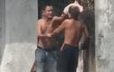 Phẫn nộ người đàn ông hành hung cụ già ngay giữa đường