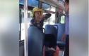 """Bị nhắc vĩ xả rác, người phụ nữ đòi """"ăn thua đủ"""" với tài xế xe buýt"""