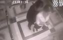 Video: Bị sàm sỡ trong thang máy, người phụ nữ có hành động gây choáng váng