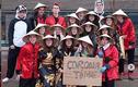 Cầm biển ám chỉ dịch Covid-19 ở châu Á, học sinh Bỉ bị chỉ trích nặng nề