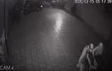 """Video: Trộm phá cửa, đột nhập vào nhà dân """"cuỗm"""" 2 xe máy lúc rạng sáng"""