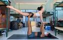 Khoe ảnh tập yoga trong khu cách ly, cô gái trả lời tin nhắn mệt nghỉ