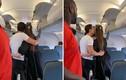 Hồ Ngọc Hà - Kim Lý vô tư hôn nhau trên máy bay gây tranh cãi