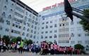 Phụ huynh học sinh bị móc ví giữa sân trường Đoàn Thị Điểm