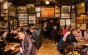 Lạ lùng quán bia ở New York không tiếp nữ giới tới 1970