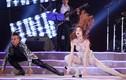 Soi loạt trang phục diễn cùng vũ đạo khó đỡ của sao Việt trên sân khấu