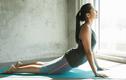 Ở nhà mùa COVID-19, tập ngay bài yoga giúp điều hòa nội tiết tố nữ