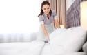 Lễ tân tiết lộ sự thật về 4 chiếc gối trên giường khách sạn