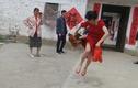Phấn khích 34 tuổi thoát ế, cô dâu hành động khiến dân tình thích thú