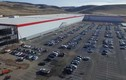 Ngắm nhà máy siêu ôtô điện Tesla của Elon Musk