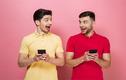Điện thoại iPhone biến đàn ông thành đồng tính?
