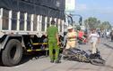 Xe tải mất lái tông xe máy đang chờ đèn đỏ khiến một phụ nữ thiệt mạng