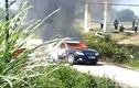Xe chở cán bộ Sở Xây dựng bốc cháy ngùn ngụt giữa đường