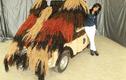 """Xe Fiat 500 """"nhiều tóc nhất thế giới"""" khiến nhiều người phát ớn"""