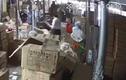 Video: Kinh hoàng người phụ nữ bị chồng cũ dùng gậy đánh tới tấp vào đầu