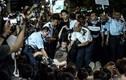 Video cảnh sát Hồng Kông bắt giữ người biểu tình quá khích