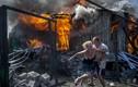 Clip ngôi làng đông Ukraine tan tành vì pháo kích