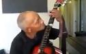 Cụ ông đánh đàn guitar bằng miệng gây tò mò