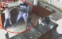 Cậu bé dũng cảm giật phăng cây súng trong tay cướp