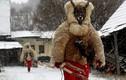 """Kinh ngạc truyền thống Giáng sinh """"hù dọa"""" trẻ em ở Séc"""