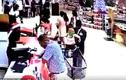 Video: Táo tợn bắt cóc bé 2 tuổi giữa siêu thị đông người