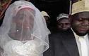 Tá hỏa phát hiện vợ mới cưới là...đàn ông sau hai tuần chung sống