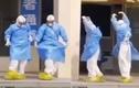 """Xúc động bác sĩ múa điệu """"Hồ Thiên Nga"""" mừng bệnh nhân COVID-19 xuất viện"""