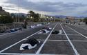 """Cảnh """"màn trời chiếu đất"""" của người vô gia cư ở Las Vegas mùa COVID-19"""