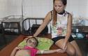 Clip bé gái bị cha mẹ hành hạ và lời kể nhân chứng