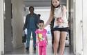 Đôi vợ chồng trẻ giải cứu bé gái khỏi cha mẹ đẻ tàn độc