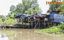 Gia đình 30 năm sống trên chiếc thuyền cũ nát giữa TP HCM