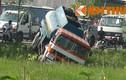 Sợ gây tai nạn, tài xế cho xe lao xuống sông