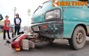 Xe tải tông xe máy, một người nguy kịch