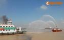Nườm nượp diễn tập chữa cháy trên phà Bình Khánh
