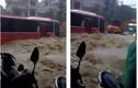 Xe khách chết đứng giữa mưa lũ ở Quảng Ninh