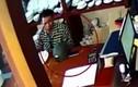 Nam thanh niên trộm iPhone bằng... mũ bảo hiểm cực tinh vi