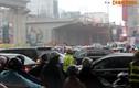 Người dân HN khổ sở đội mưa, vượt đường tắc ngày đầu tuần